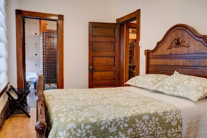 Victorian Suite- Fall River Suites