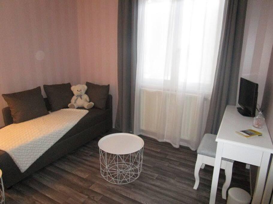 Salon avec la chambre double 1
