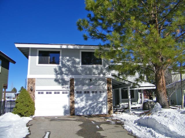 Tahoe Keys Waterfront Home with private dock and hot tub - City of South Lake Tahoe - Casa