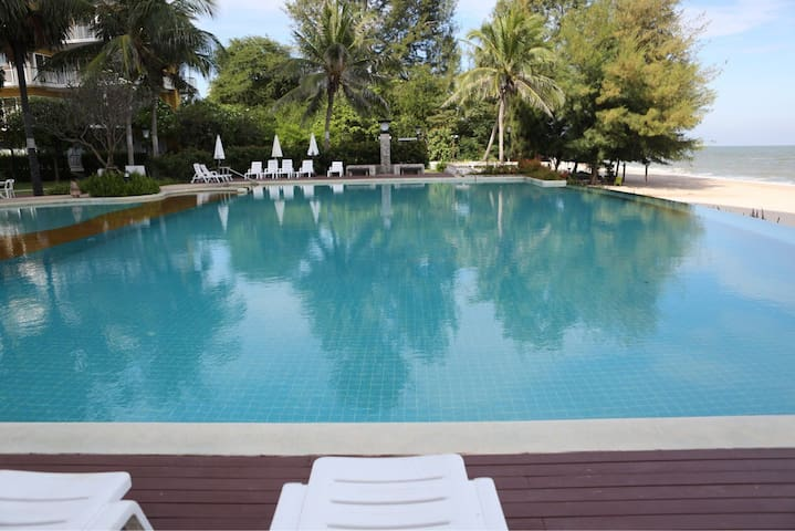 Lovely Beachfront by the pool 614 - TH - Apartment