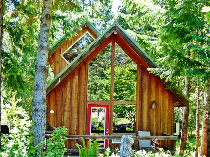 Beautiful Cabin With Partial Views of Mt. Adams