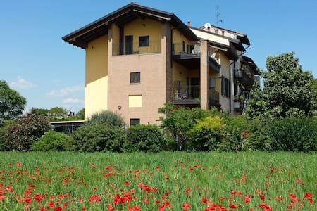 Park-view attic at 5 km from Duomo. - Mediolan - Apartament