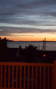 Madrona Sunset View Home - Camano Island