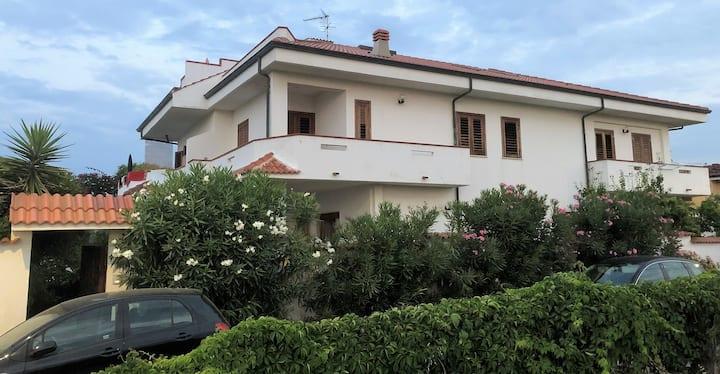 Appartamento in villa al mare tra Tropea e Pizzo.
