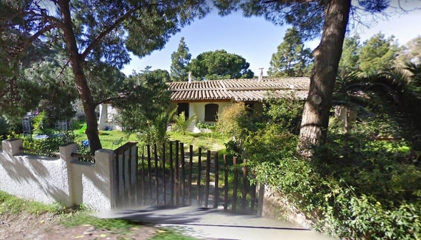 Villa Centauro con giardino a 150 metri dal mare
