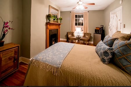 Heritage House-  Room Two  ( Appalachian) - Harpers Ferry