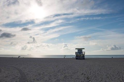 Miami Beach Getaway Across The Beach