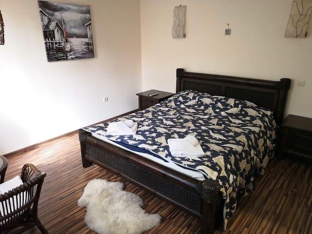 House 2 Bedroom 1 (en-suite)