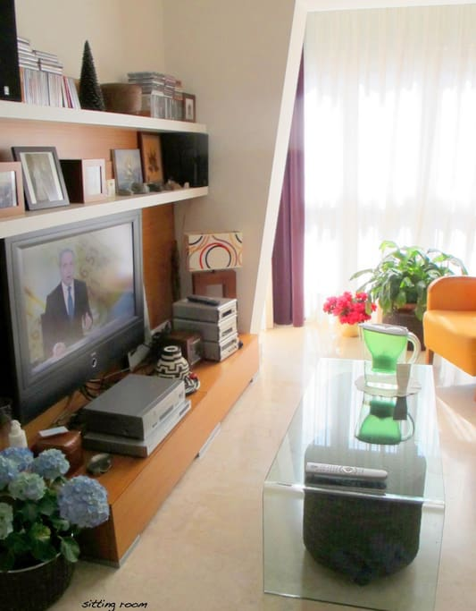 Excellent flatscreen tv and stereo