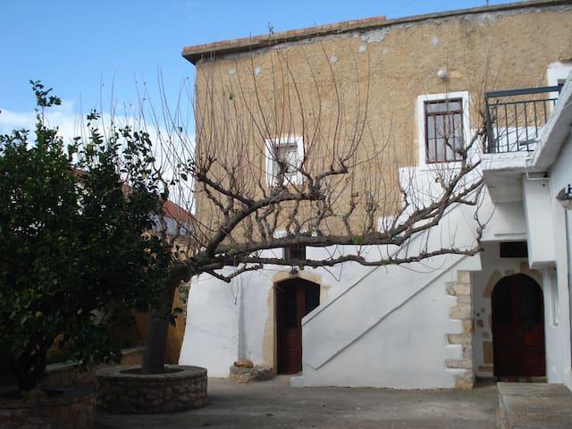 """""""Athenae"""" Old cottage house - Kefalas - Hus"""