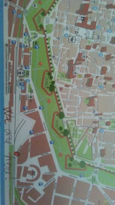 ci troviamo a sette minuti dalla stazione, quattro minuti dal centro storico.