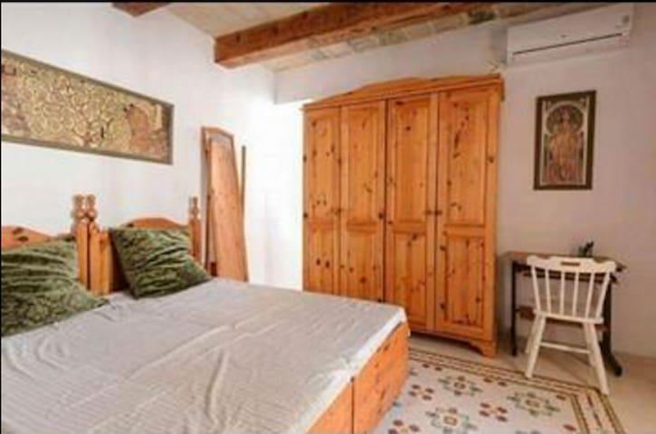 Doublebedroom in 400year old typical Maltese house - Birkirkara - Dom