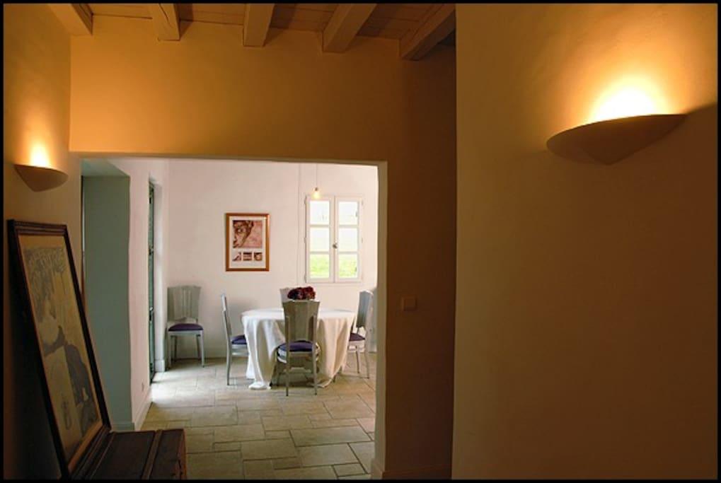 La salle de séjour depuis l'entrée