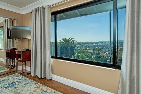 PERFECT LOCATION, VIEW AND ACCOMMODATION!-REVIEWS