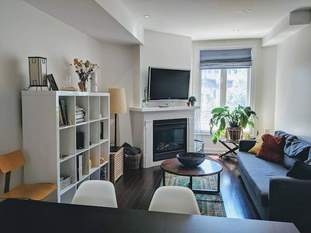 Sunny Double Room - Leslieville