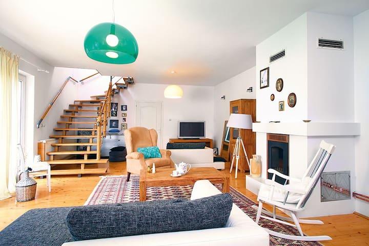 Charming, modern tansylvanian house - Grosslasseln - Casa