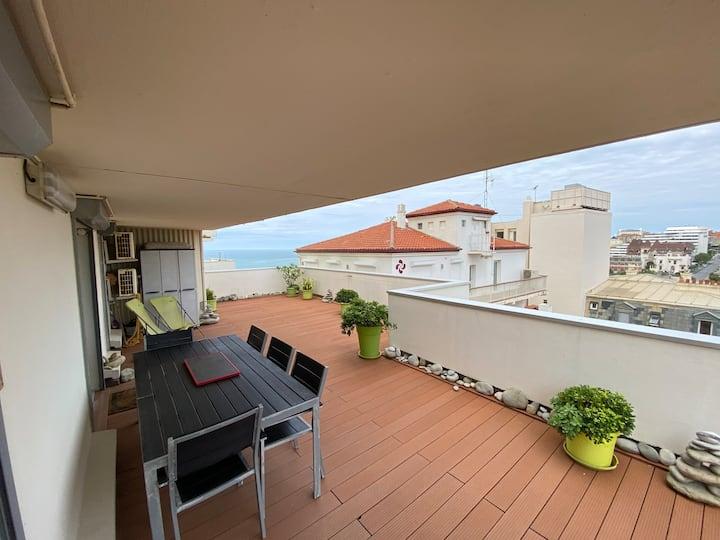 T2 avec grande terrasse vue mer & ville / Piscine