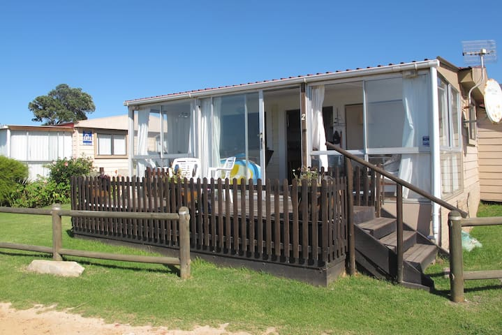 Living close to the Beach - Kleinmond - Houten huisje