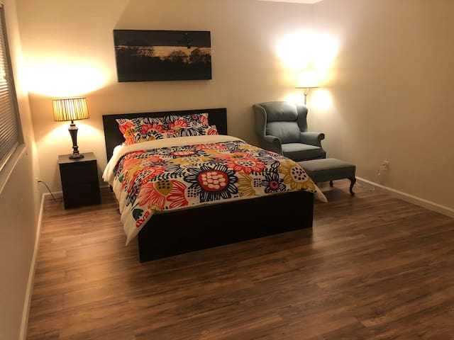 Master bed Room in South Natomas Sacramento 大房出租