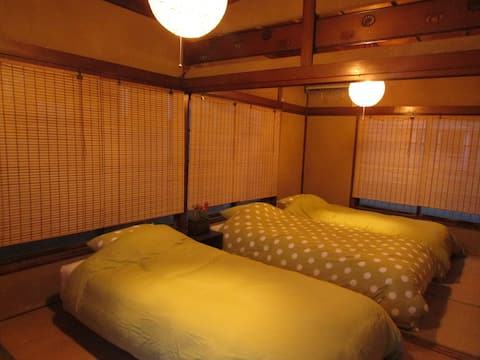Cozy traditional Japanese style flat. Free Wi-Hi