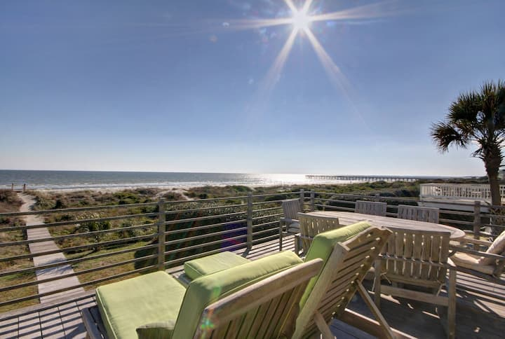 Beautiful Oceanfront Home on Quiet Street! Community Pool & Tennis!!