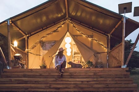 Sheltered Glamping Phillip Island - 'Emperor' tent
