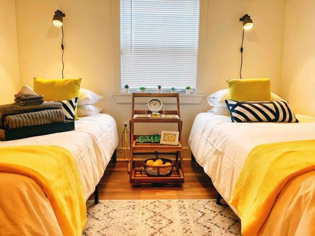 Odd One Inn Yellow Room