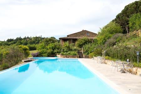 Full Estate with Swimming pool - มอนเต้ปูลชาโน่ - วิลล่า
