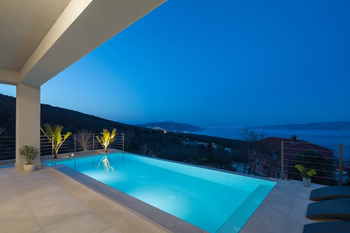 Villa Yolo - Infinity Pool & Panorama Sea View