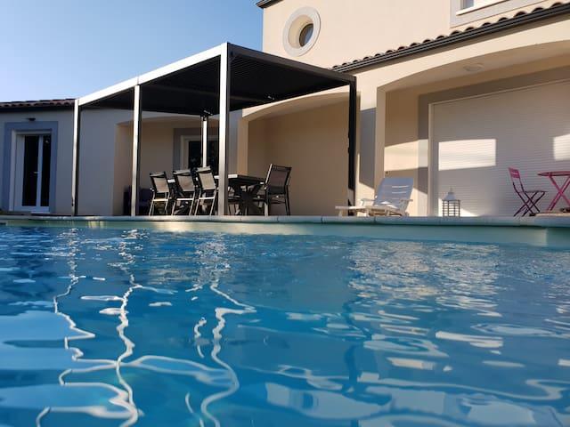 Magnifique villa  contemporaine .