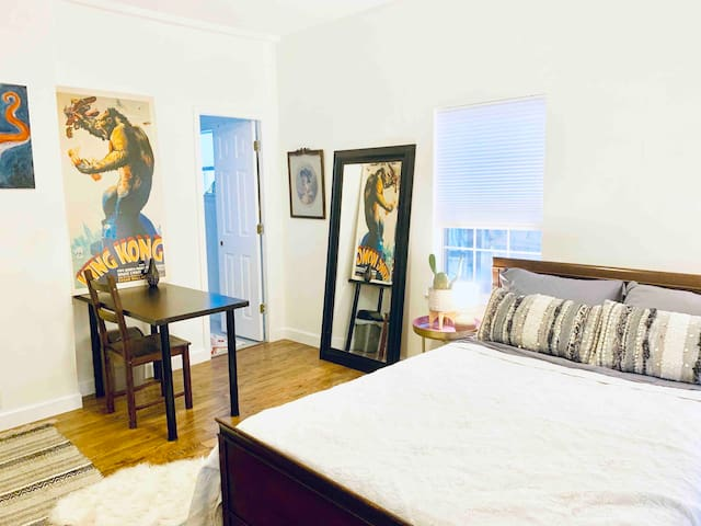 Adorable East Austin Suite with all the fixings