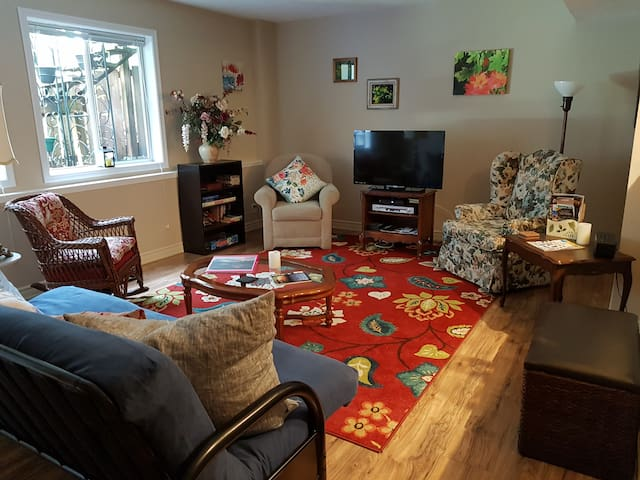 Suite sweet! 1 bedroom nearby Butchart Gardens