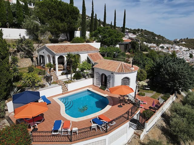 Unique B&B with Amazing views and Pool