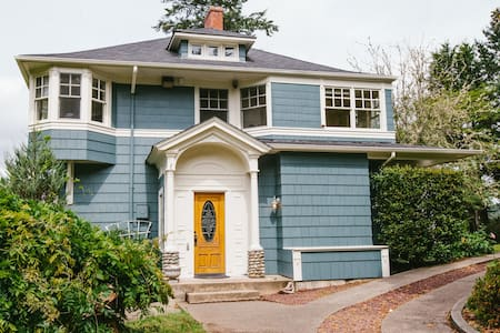 The Victorian at Wisteria Hollow: - Lakebay - House