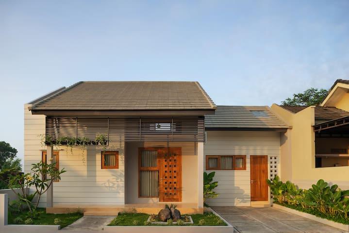 Niwa House