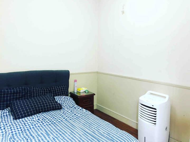 地铁5号线西渡站3号口旁小别墅2楼小客房对外短长租
