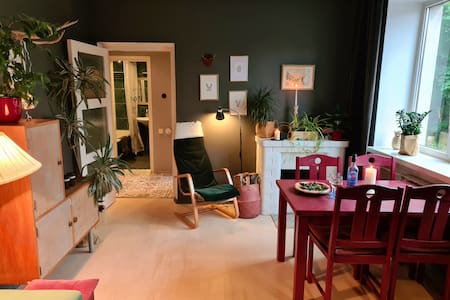 Quiet apt with fireplace, 9min walk from Town Hall