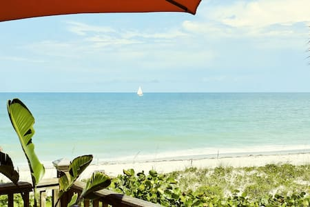 Old Florida Style Charm - Directly on the Sand.