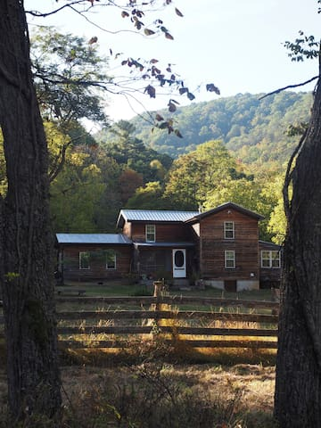 Skywater Hollow - 20 Acre Private Retreat