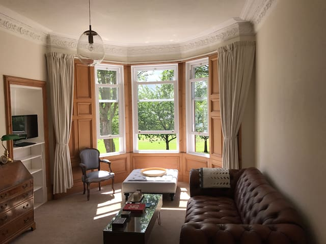Classic apartment with Dundee Tay River View