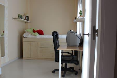 Cómoda y acogedora habitación - La Rinconada - Casa