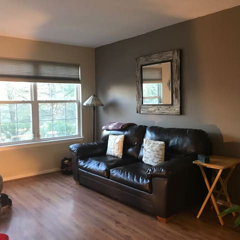 Cozy Corner Condo off of I-295, Hopewell Township