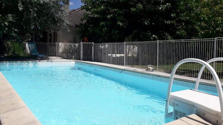 Maison avec piscine et jardin à 5 min de Périgueux