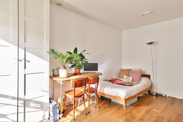 Drift off to Sleep in a Casual flat in the lovely area of Montparnasse