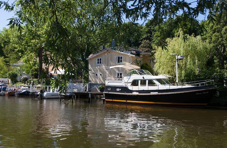 FeWo im Bootshaus an der Trave - Lübeck - Дом