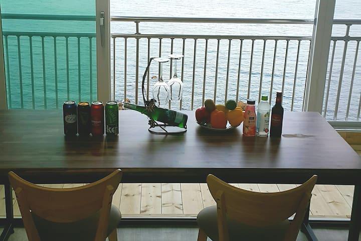 발코니 파도소리 가득한 The Ocean view 4 STAY(생수와 컵라면무료#청정삼척)