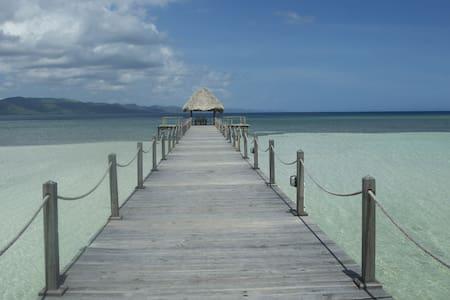 Bungalow luxe sur la belle plage - Punta Rucia - Bed & Breakfast