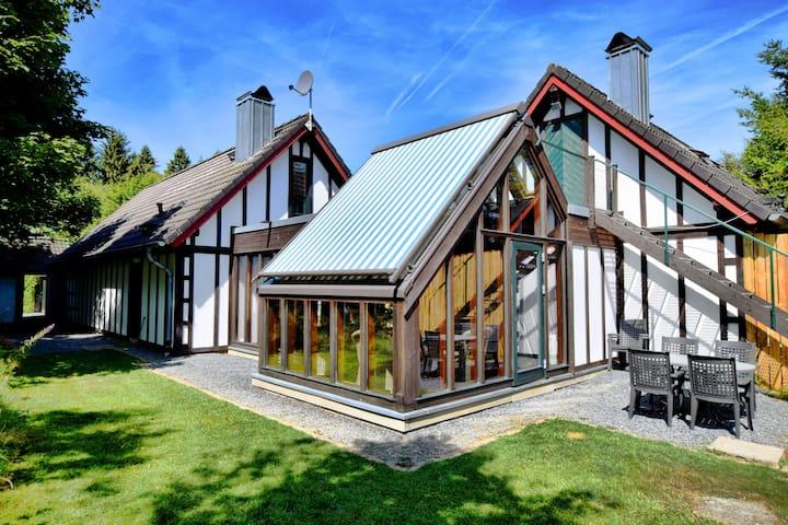 Ruhiges Ferienhaus mit Terrasse in Bütgenbach