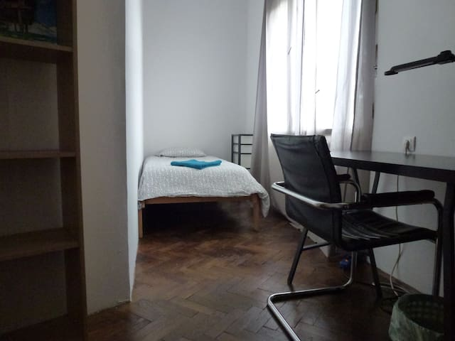 Simple room #7 near Tivoli Park / free parking