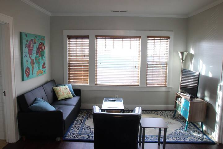Newly Renovated & Cozy, Opal 28 Queen Suite #1